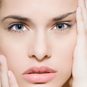 strama åt huden i ansiktet